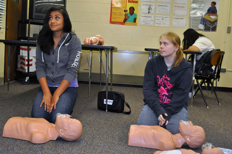 Students at Union learning CPR
